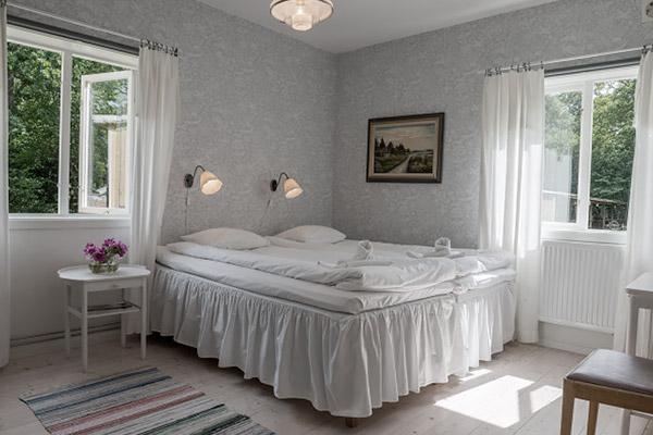 Mormors Pensionat Strandhagen - Dubbelrum mot trädgård, eget badrum